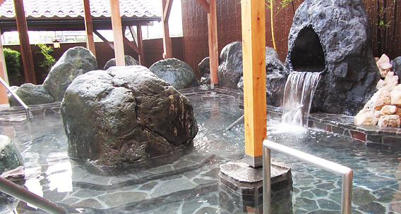 トルマリン露天風呂(岩)※女性露天風呂