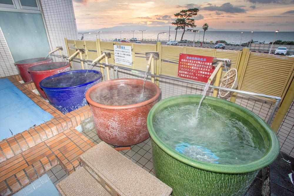 陶器風呂(天然温泉)